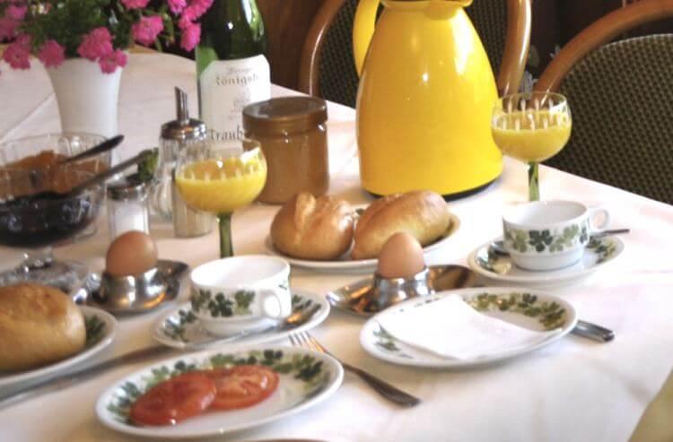 Frühstück im Rheinhotel Baudobriga